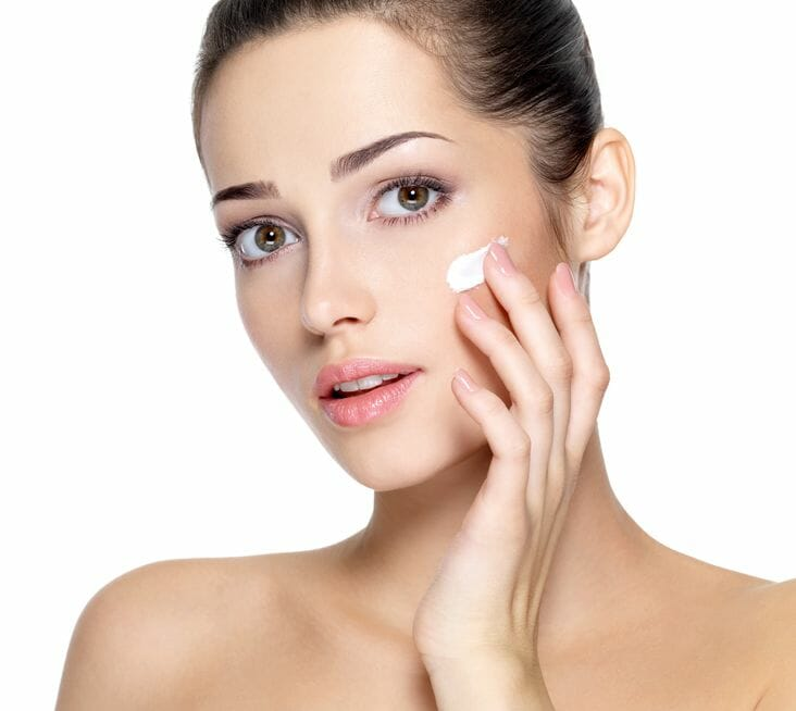 Beauty Frau in Kosmetik Behandlung